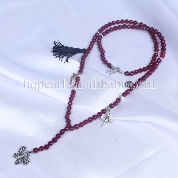 Fashion garnet necklace with tassel pendant