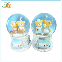Customized best sell resin wedding souvenir gift snow globe cute bear snow globe