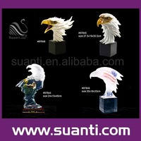 Custom wholesale promotion polyresin large interior decorative wild animal eagle heads statues for Home Decor