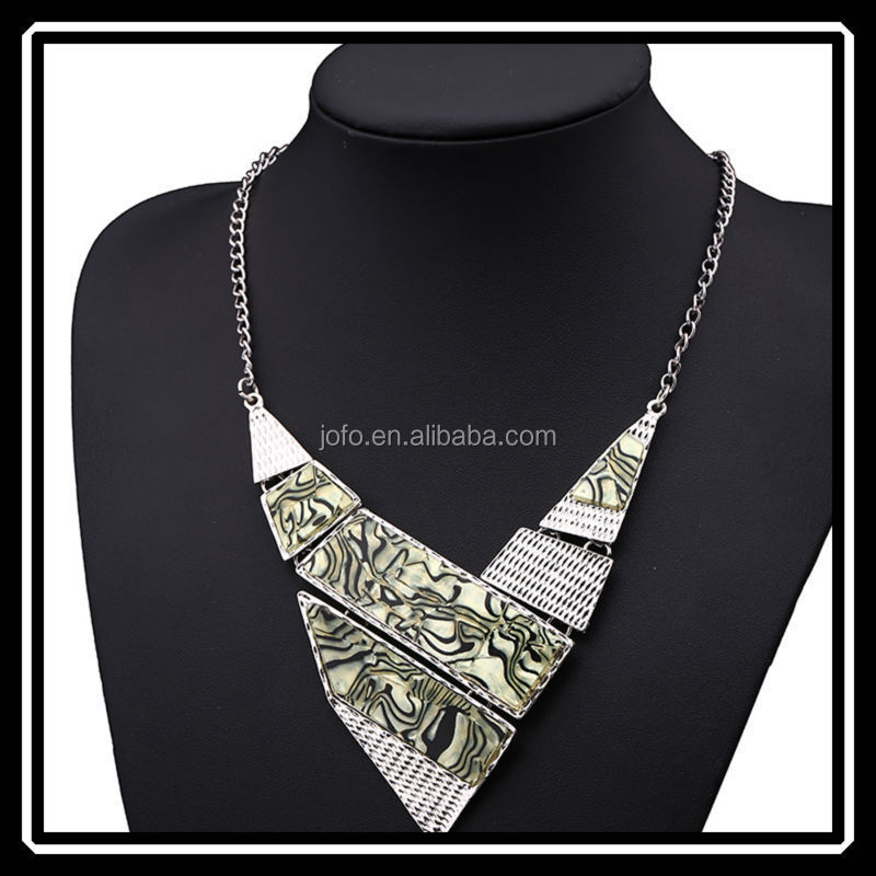 Hot Sale Cheap Fashion Trendy Alloy Trangle Geometric Initial Necklace and Earring Set New Arrival Plastic Necklace
