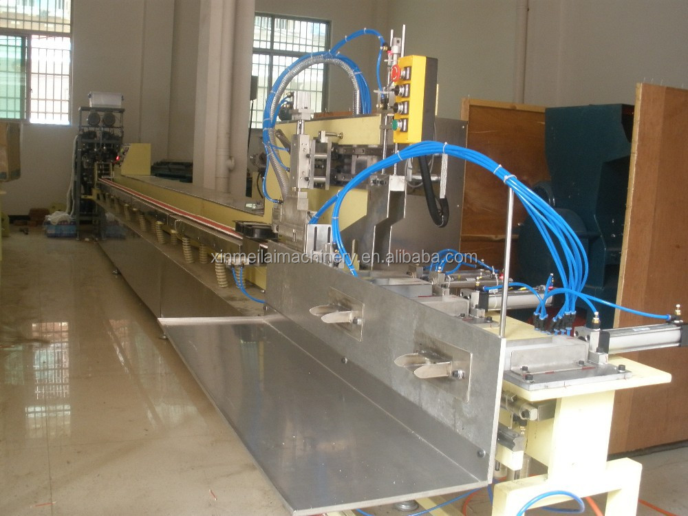 Automatic Disposable Cotton Swab, Cotton Buds Making Machine with the brush roll type hopper