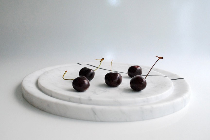 Elegant Two Tirers Looking Round White Marble coaster