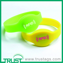 Custom cheap RFID wristbands with a message,silicone wristbands for events