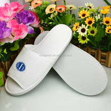 China Factory White Waffle Slippers for Hotel SPA Hospital Disposable Slippers in EVA Sole Cheap Wholesale Slippers
