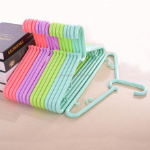 Environmental Protection Material Customized Cheap Plastic Clothes Colorful Plastic Hanger