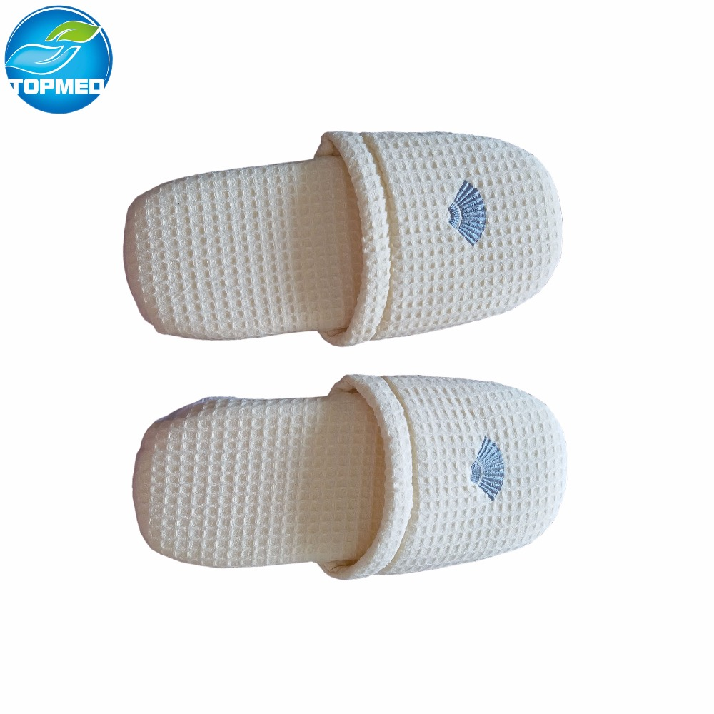 cheap paper slippers with 4 lines, soft paper slippers for pedicure use