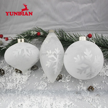 Yangzhou facotry supply frosted white christmas ornaments glass ball with glitter snowflake