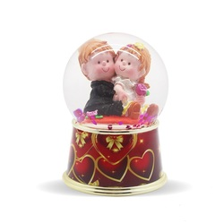 Cute lovers wedding favors snow globe with red heart shape