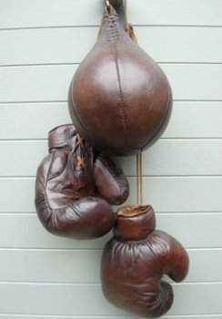 VINTAGE BOXING GLOOVES AND VINTAGE SPEEDBALL