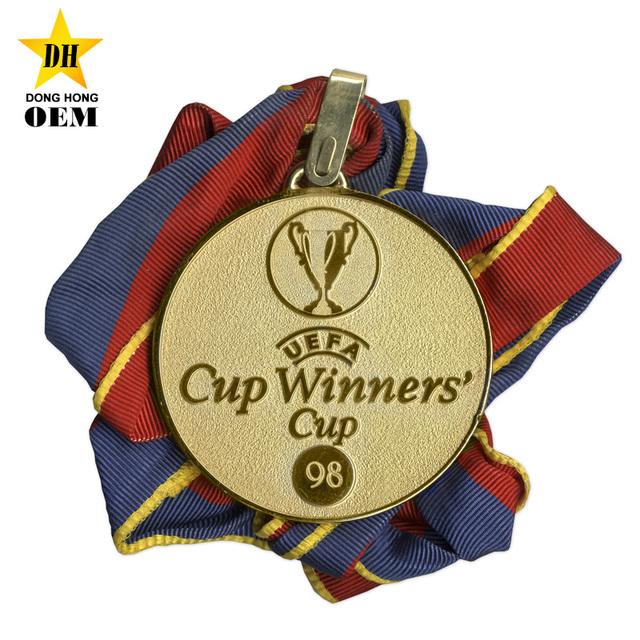 Custom Personalized Metal Award Souvenir Football Cup Medals