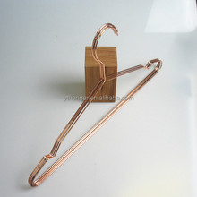 LM384 electric wire hangers