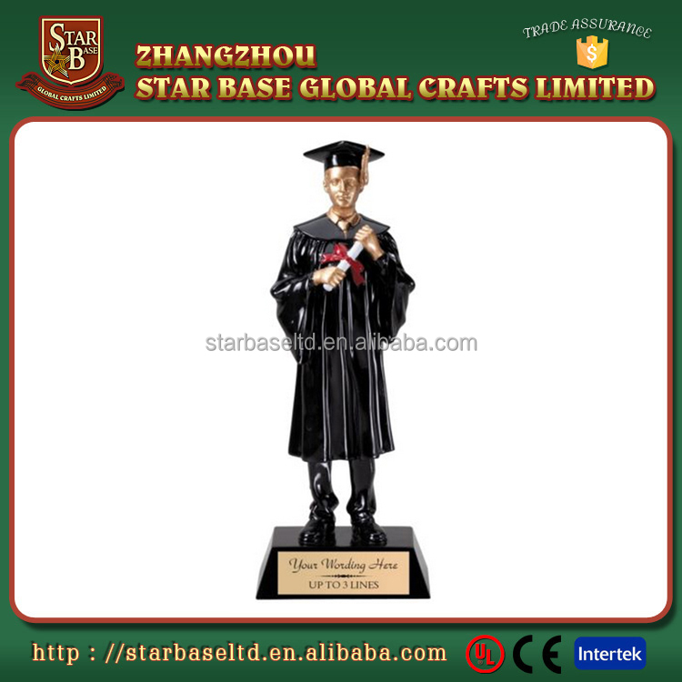 Factory Custom made best home decoration gift polyresin resin graduation statue