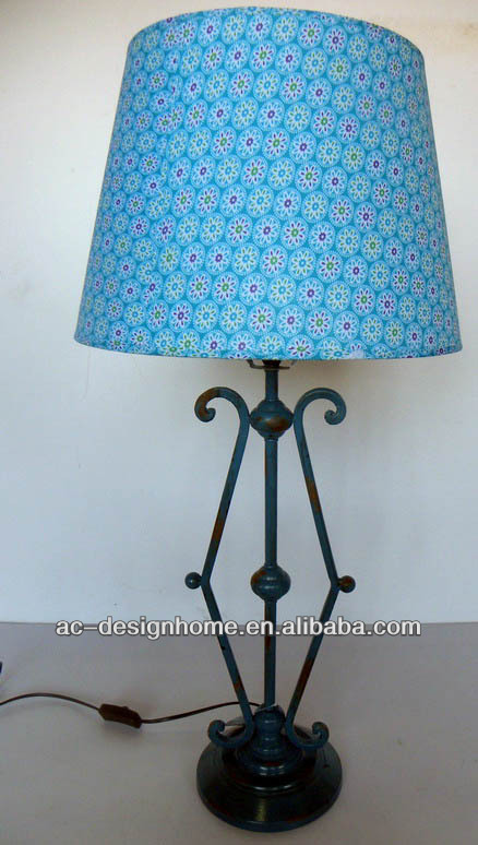 LT. BLUE BLOSSOMK POLYESTER/METAL TABLE LAMP