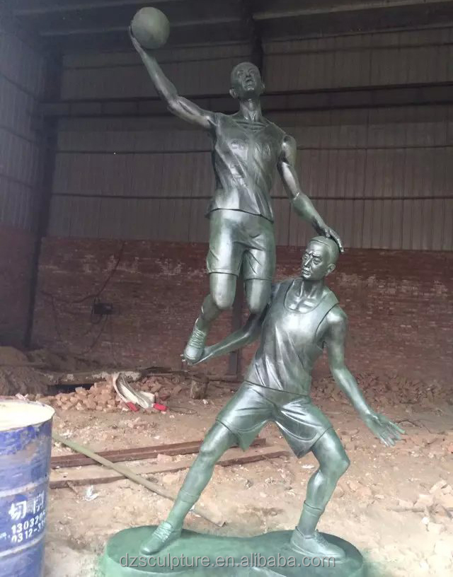Outdoor sculpture metal cast sports figurines playing basketball statue
