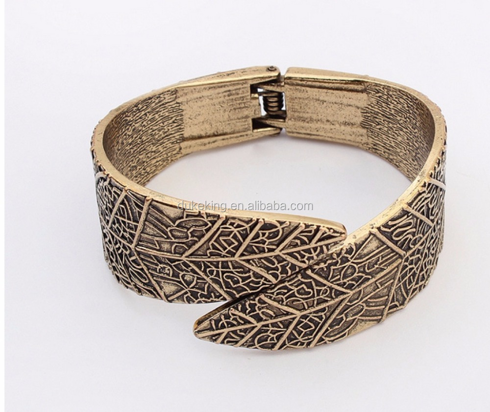 Engrave Leaf Bangle with Spring in Antique Gold