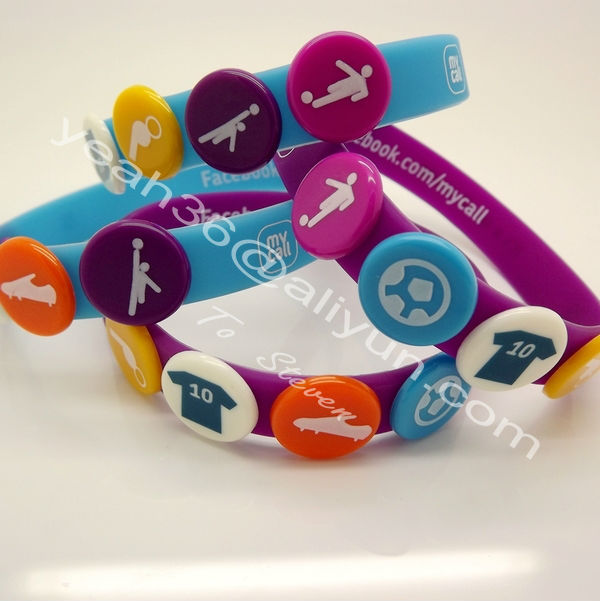 2017 Fashionable and Popular Newest Design Silicone Rubber Buttons Wristband Bracelet with holes print your own logo