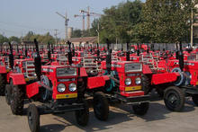 Cheap China farm used tractors with discount for sale