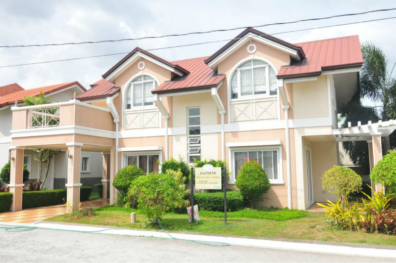 HOUSE AND LOT RUSH RUSH FOR SALE READY FOR OCCUPANCY LIPAT AGAD PROMO