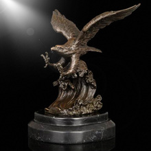 Indoor desk/table/home decoration bronze material table decor eagle Statues for sale