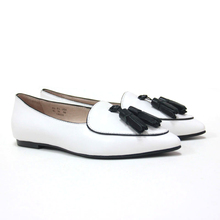 OEM Ladies Fashion Leather Pointed Toe Flat Shoes