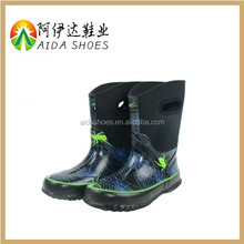 Lovely cartoon design healthy nature rubber kids rain boot with handle
