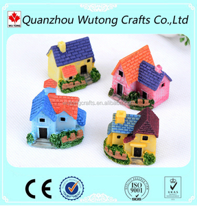 China Mini Resins House Figurines For Gifts Item Factory