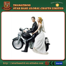 Good selling custom resin figure wedding souvenir items for couples