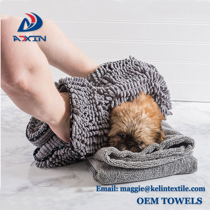 China Factory Wholesale Microfiber Pet Towel Chenille Dog Towel with Hand Pockets