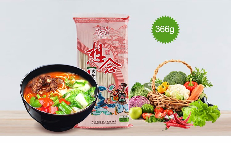 Instant soup noodles with seasoning bags