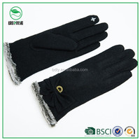 Ladies favorite thick woolen gloves can touch smartphones