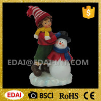 2016 wholesale polyresin christmas boy and girl standing besides snowman