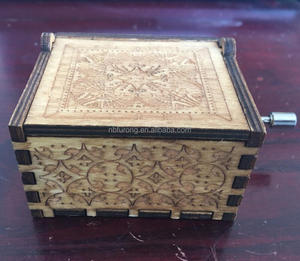 Cheap hand cranked wooden music box (YYHSYDN09)