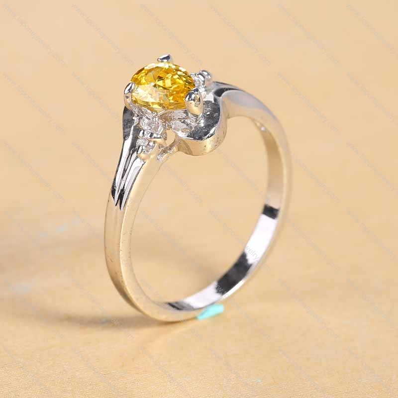 Special charming Ring with a Fire yellow Diamond