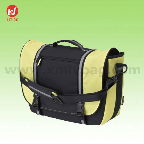 Promotional Polyester 600D Leisure Messenger Bag