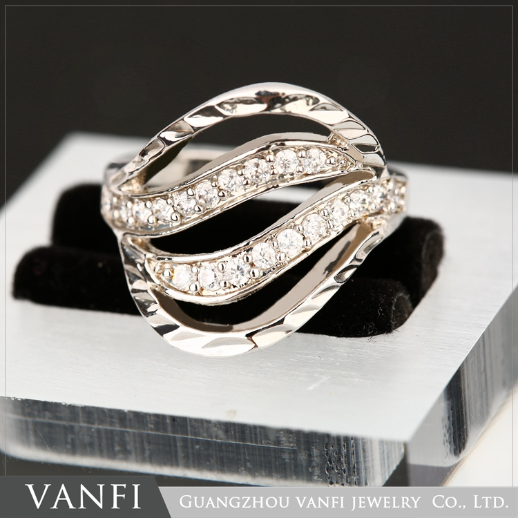 Fancy Emerald Good Quality Diamond Jewelry White Gold Plated Cubic Zircon Ring