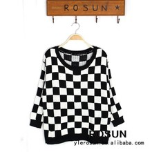 Crew neck black and white square with chess board On Front Part knit sweater for young girls