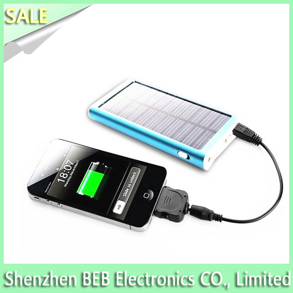 Super cute 2600mah solar power smartphone battery charger with voltage button