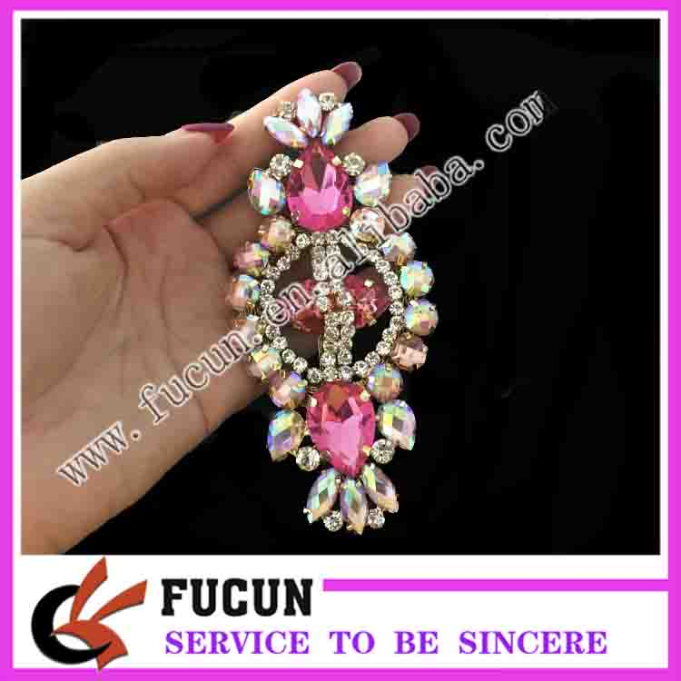 wholsale fashion Delicate acrylic crystal diamond cheap brooches in bulk for bridal