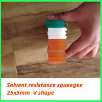 High tolerance screen printing squeegee for bottle printing