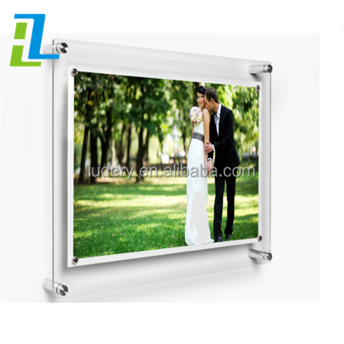 Fashion Model Child Wall Mount Clear Acrylic Sign Holder For Cartier