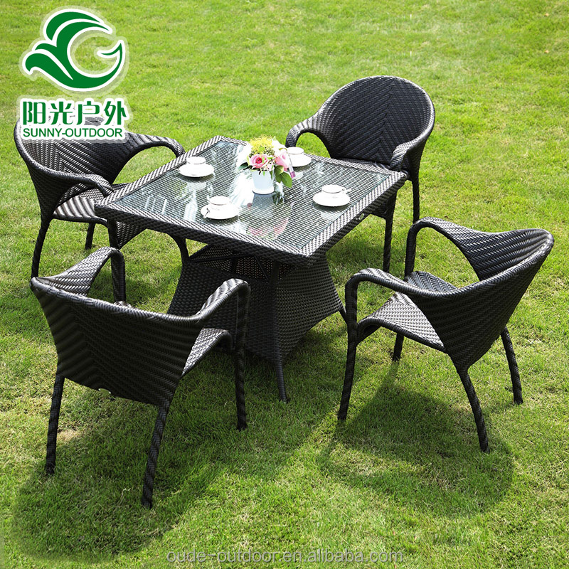 China cheap healthy 4 seater poly rattan garden furniture with dining table and chairs
