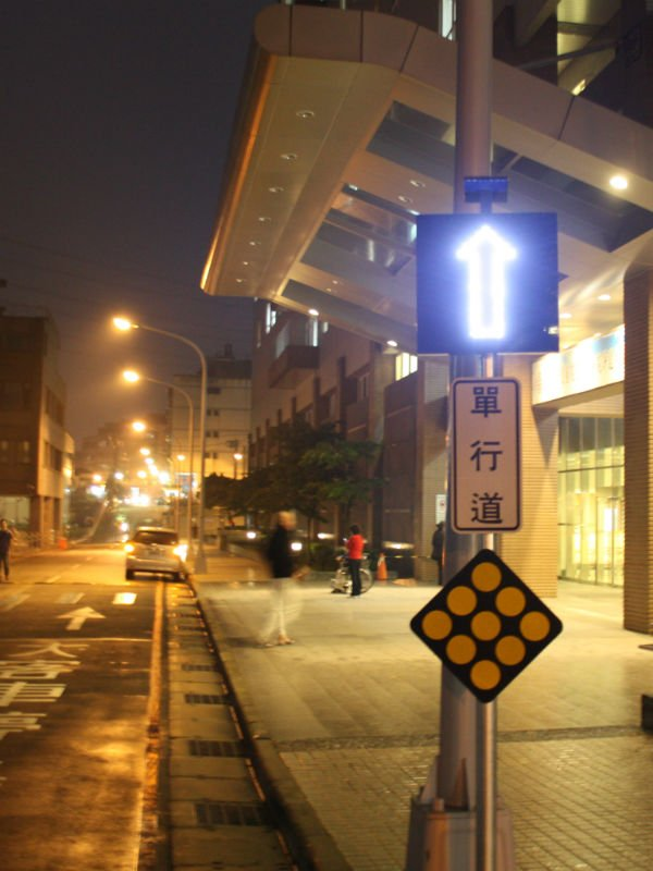 high visibility reflective road traffic sign Solar arrow pointing sign board