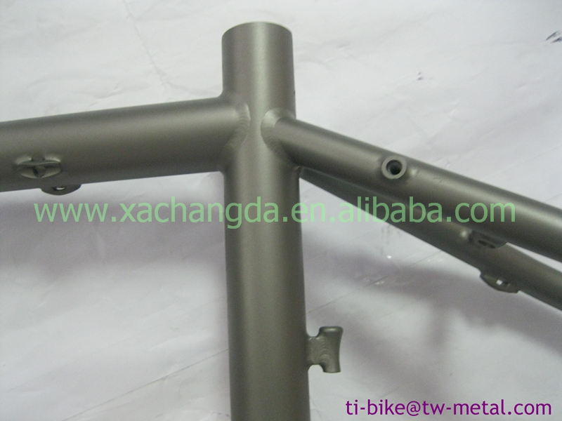XACD titanium road bicycle frame with 142x12 dropout and fit for disc brake