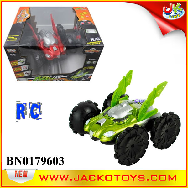 Amphibious rc stunt car 360 degree spinning stunt toy for kid