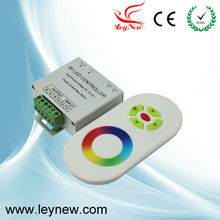 High precision capacitance low voltage wireless RGB controller