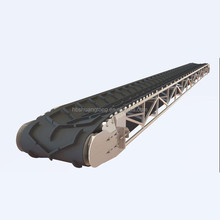 Large angle chevron patterned v ribbed rubber conveyor belt with cleats