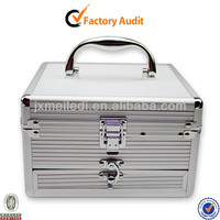 2013 Latest Beauty Aluminum Folding Vanity Case With Tray MLD-CC108