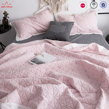 wholesale customized BSCI Audit embroidery design bedspread
