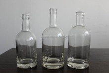 EMPTY GLASS LIQUOR BOTTLE WITH SCREW TOP 750ML 700ML