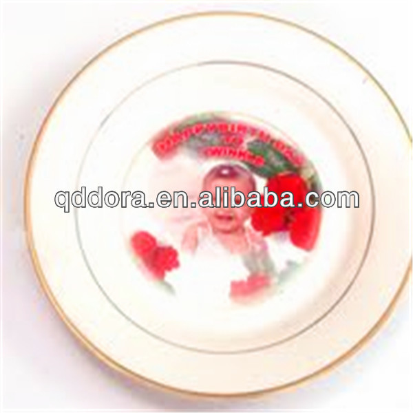 service of modern dishes round